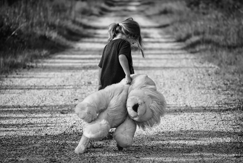 Wie du dein inneres Kind heilen kannst, damit du offen für Liebe und Beziehungen bist